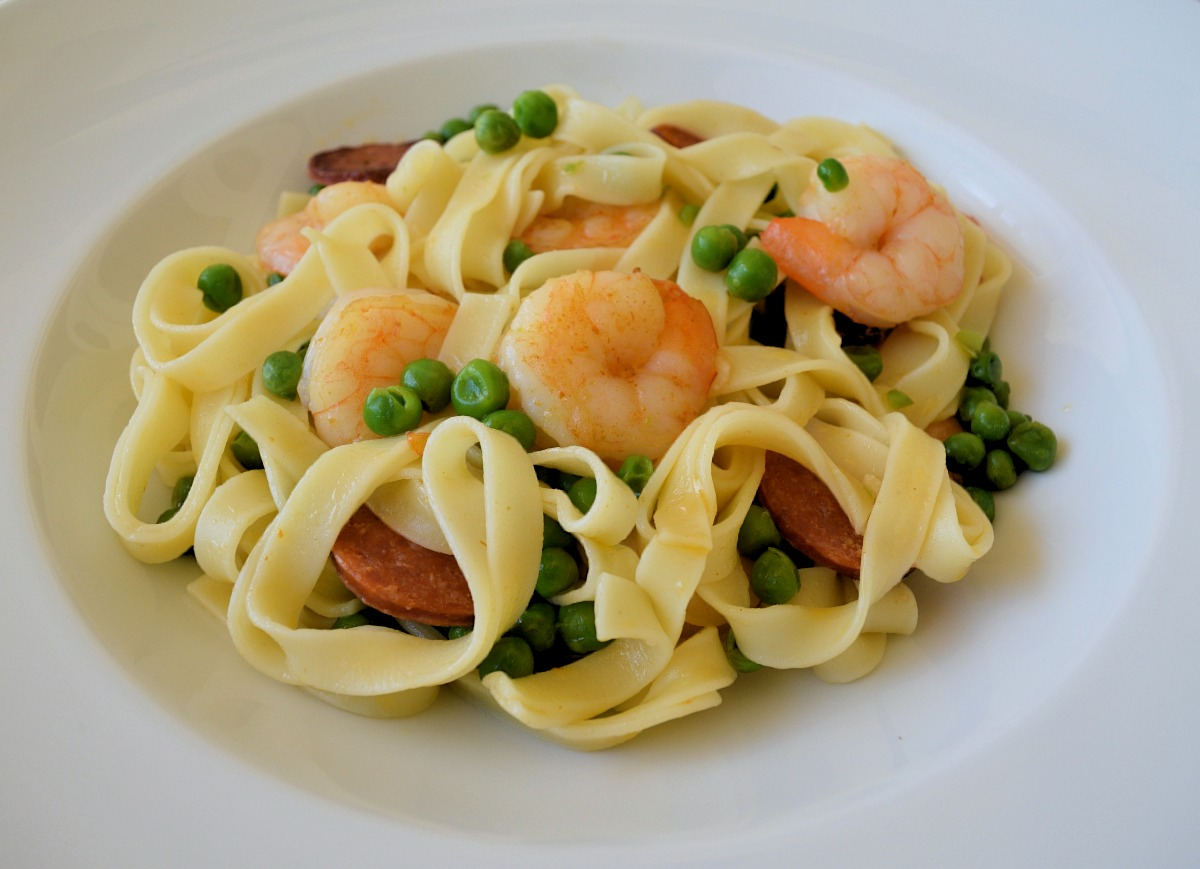 Fettuccine with Shrimps, Chorizos and Peas Recipe
