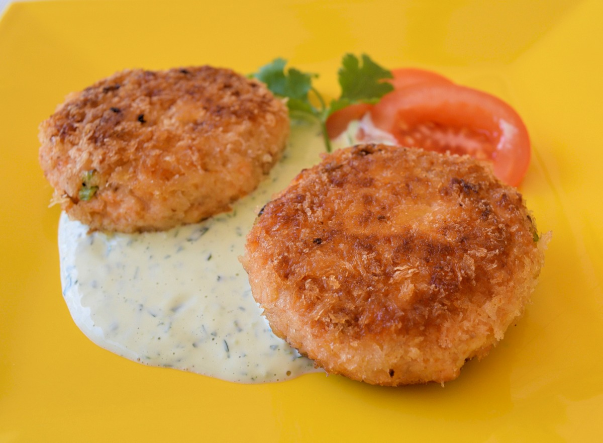 Salmon Fish Cakes with Spicy Cilantro Lime Sauce Recipe