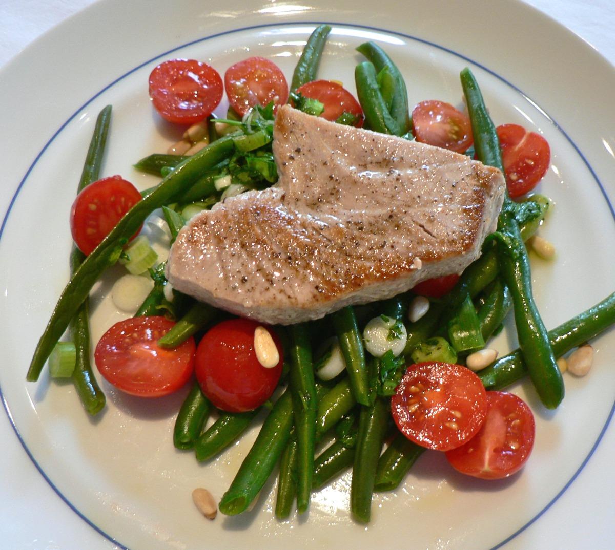 Seared Tuna with Green Beans Tomato Vinaigrette Recipe