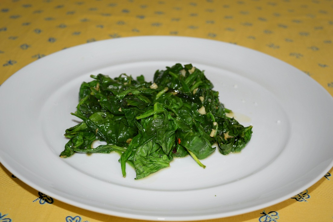 Spinach with Garlic Olive Oil and Red Pepper Flakes Recipe